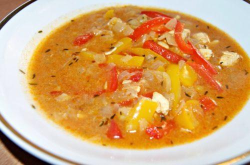 zupa drobiowa z cebulą i papryką